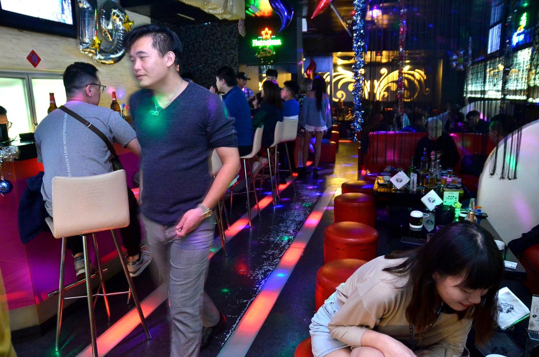 臺中酒吧-NINETEEN 19 音樂餐廳