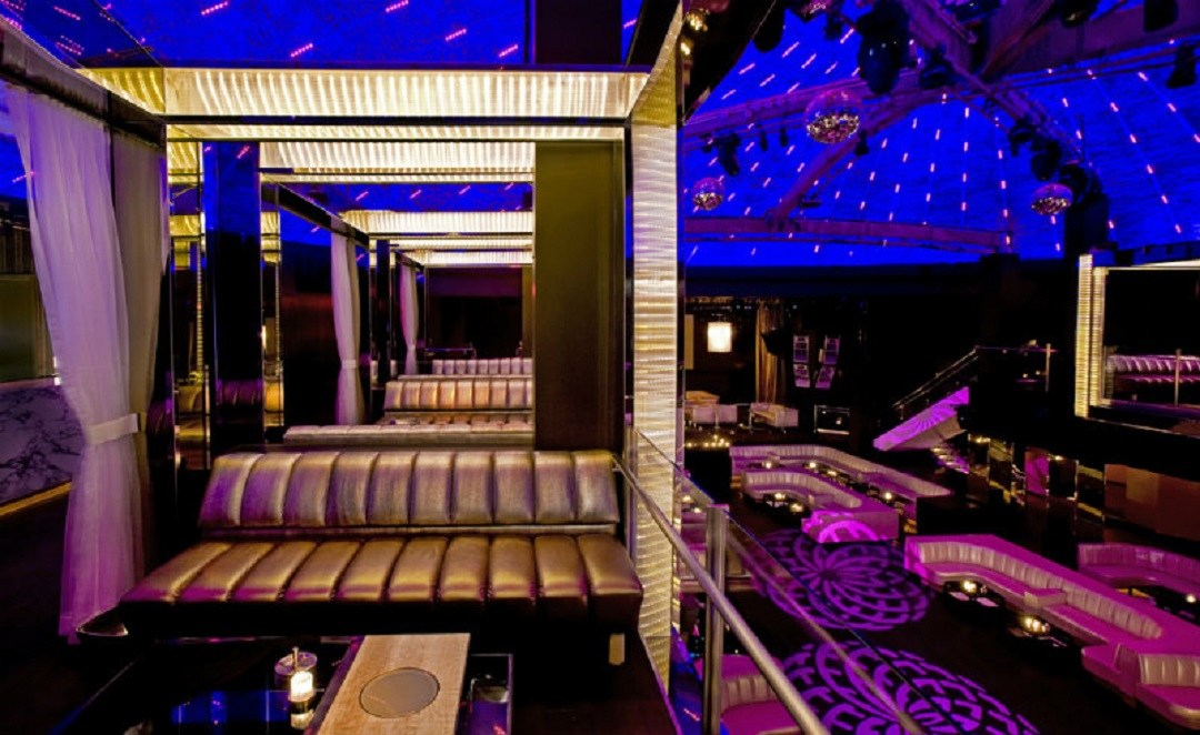 台灣夜總會探訪 – 最頂級的台北龍亨酒店