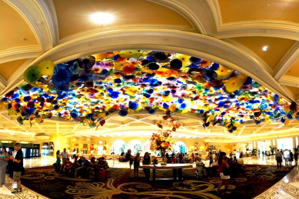 The-casino-that-Tops-the-World-Bellagio-Las-Vegas