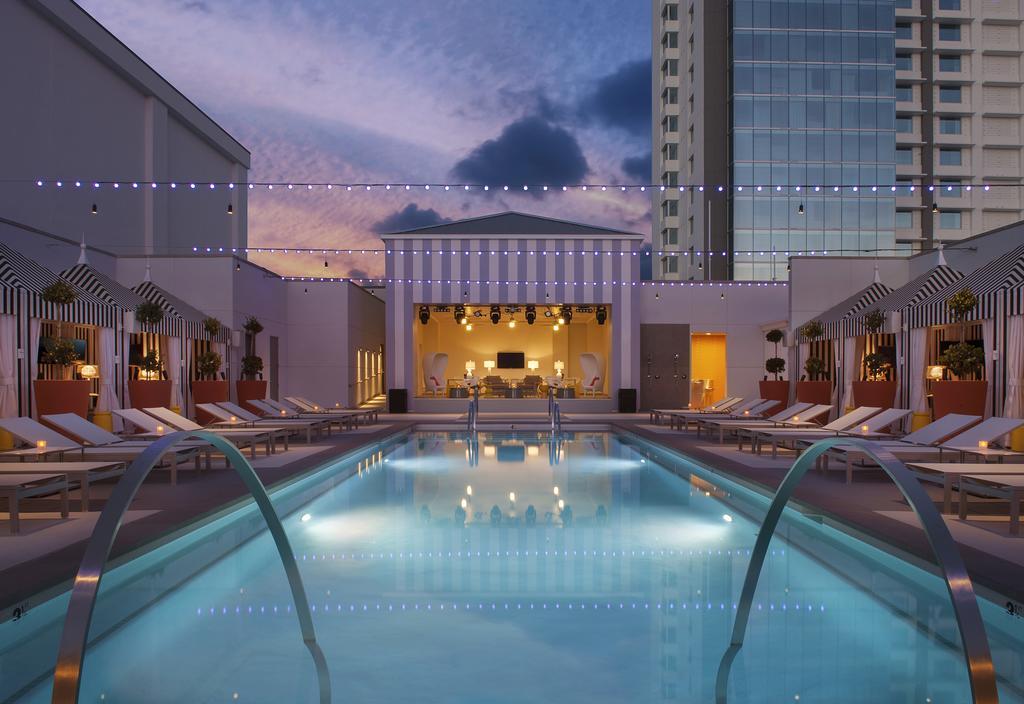 Las Vegas Strip - SLS Las Vegas Hotel & Casino